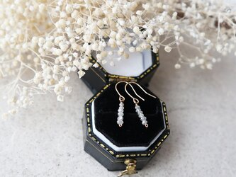 【K18】オフホワイトダイヤモンドのバーピアスの画像