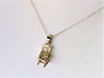 【アクセサリートップ】シルバー椅子の画像