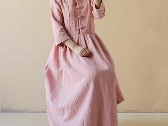 綿麻 桜色 ギャザーワンピース ふんわりワンピース チャイナボタンの画像