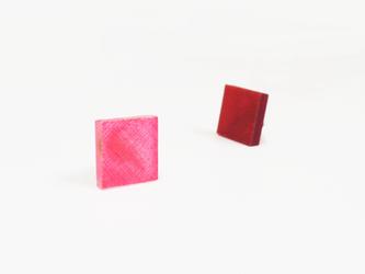 3色から選ぶ[片耳用ピアス]草木染め四角/E-6_S_PDの画像