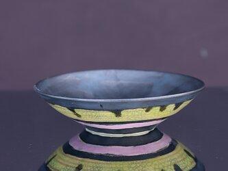 黒の窯変釉(ピンクと黄)プレートの画像