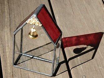ベルがついたミニチュアグラスハウスの画像