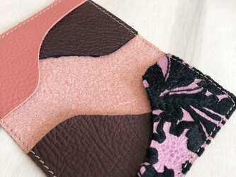 刺繍と革小物 カードケース 本革 レザー 名刺入れ シュリンク サーモン ピンク 刺しゅう 花柄の画像