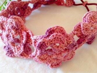 かぎ針編みフラワーカチューム ピンクの画像