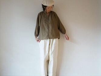 French linen button gather blouse MOCHAの画像