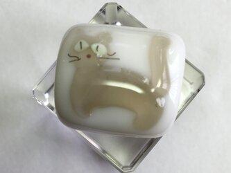 猫 裏面モザイクの帯留(ピンク×グレー)の画像