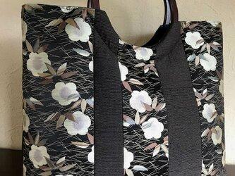 松竹梅柄の帯地と縞紬の剥ぎの手提げ 丸い木の手の画像