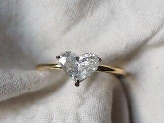 ホワイトカラーハートシェイプダイヤモンドリングの画像