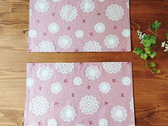 ドイリーとリボンのプレイスマット2枚セット ピンクの画像
