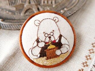カフェのマスターの刺しゅうブローチ(コーヒーミル)☆刺しゅう アクセサリーの画像