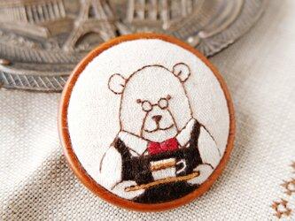 カフェのマスターの刺しゅうブローチ(おまちどおさま)☆刺しゅう アクセサリーの画像