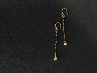 真珠とブラックダイヤモンドの耳飾りの画像