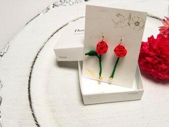 薔薇とパールのピアスの画像