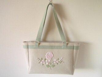淡い花刺繍バッグの画像