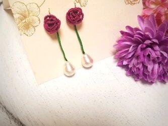 秋色 小さなバラとコットンパールのピアスの画像