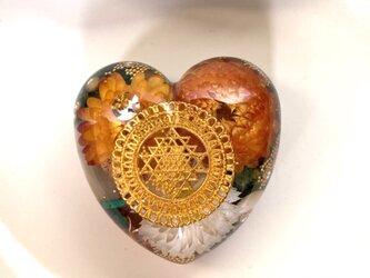 ♡物質面・精神面でも豊かな富をもたらすシュリヤントラ ケオン 高波動 幸運 ハート型オルゴナイトの画像