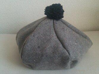紺色ボンボンベレー帽の画像
