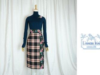 チェックウールと花リボンのタイトスカートの画像