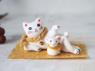 【陶器の招き猫+干支のねずみ】*マフラーaの画像