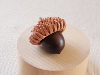 日本のどんぐりシリーズ クヌギの木彫アロマディフューザー 受注制作の画像
