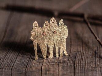 4人の旅人 ブローチの画像