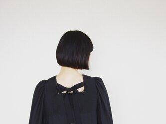 Luster fabric blouse*ブラックの画像