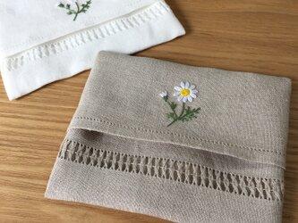 マーガレットの刺繍|リネンポケットティッシュケースの画像