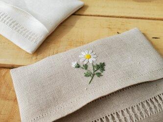 マーガレットの刺繍 リネンポケットティッシュケースの画像