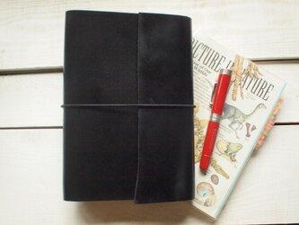 本革 A5ガラスブラックの手帳カバー 斜め切り口の画像