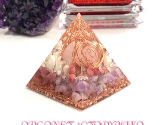 ローズクォーツまん丸タンブル 六芒星 癒し 恋愛成就 美の象徴 幸運メモリーオイル入 ピラミッド オルゴナイトの画像