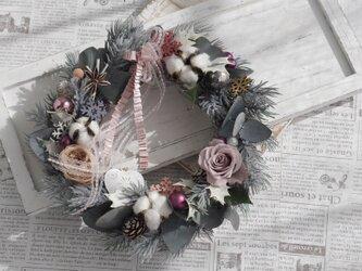 スモーキーピンクのクリスマスリースの画像