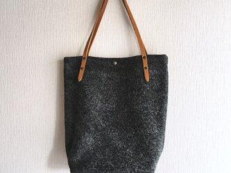「本革」アンゴラベロアと極厚オイルヌメのトートバッグ【チャコールグレー】の画像
