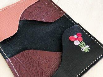 ブラック&刺繍 カードケース 本革 ブラック 刺しゅう バラの花束 名刺入れ パスケースの画像