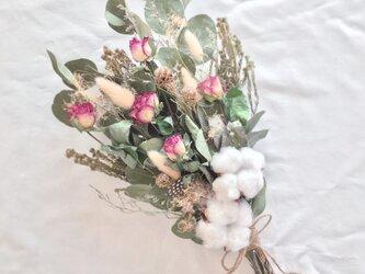 コットンフラワーと薔薇のブーケ・スワッグ クリスマス、お正月にも⭐︎ ※ラッピングは別途ご購入お願いしますの画像