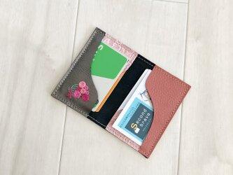 刺繍と革小物 カードケース 本革 ブロンズ 刺しゅう バラの花束 名刺入れ パスケースの画像