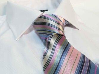 フレッシュ感溢れる マルチカラーのシルクネクタイの画像