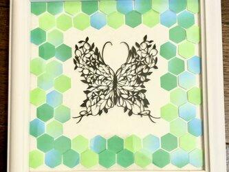 額装済み切り絵作品・葉っぱ蝶の画像