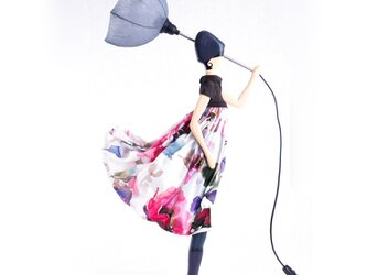 風のリトルガールおしゃれランプ Elenitsa テーブルランプ 受注製作 送料無料の画像