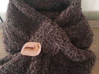 ★4点限定★ ダックスフンド 犬 茶色 ふわふわ マフラー 刺繍 ブローチ付き♪の画像