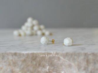"""磁器のピアス """"rock pierce""""の画像"""