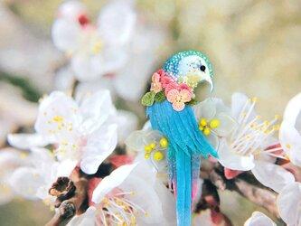 【Maua】 お花をまとった鳥のブローチの画像