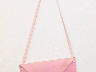 豚革 ピンク レター ショルダーバッグの画像