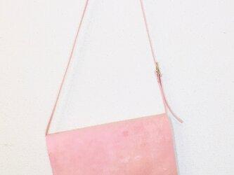 豚革 ピンク ベルト ショルダーバッグの画像