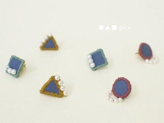 """刺繍のピアス """"● ▲ ■ pierce"""" 【しかくピアス】の画像"""