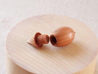 日本のどんぐりシリーズ ウバメガシの木彫アロマディフューザー 受注制作の画像
