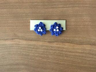 ブルーの小花のイヤリングの画像