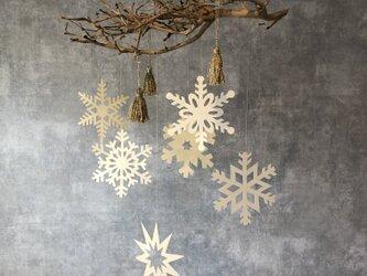 【クリスマス】雪の結晶とタッセルのモビールの画像
