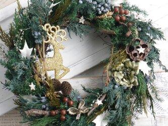 深い森ののクリスマスリースの画像
