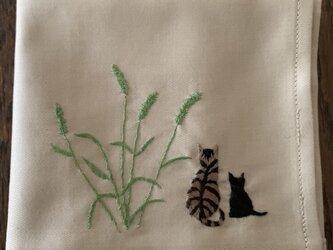 ハンカチ ねこじゃらしと親子猫の手刺しゅうの画像