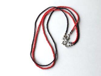 赤と黒のシードビーズのネックレス /2本セット, ガラスビーズの画像